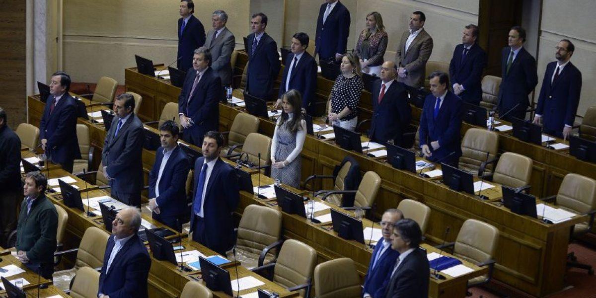 Diputados realizan minuto de silencio en conmemoración a escoltas fallecidos en atentado a Pinochet