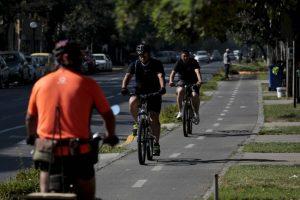 Actualmente hay un proyecto de ley que entre sus propuestas, considera mejoras para la convivencia entre vehículos motorizados y bicicletas. Foto:Agencia UNO. Imagen Por:
