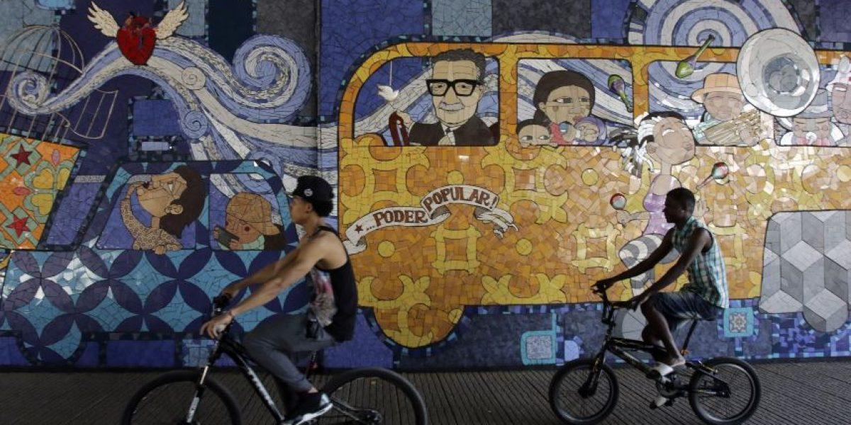 Santiago inaugur mural de mosaicos en metro parque o for Papeles murales en santiago de chile