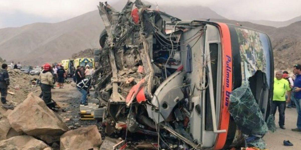 Aumentan a dos los fallecidos tras volcamiento de bus en Tocopilla