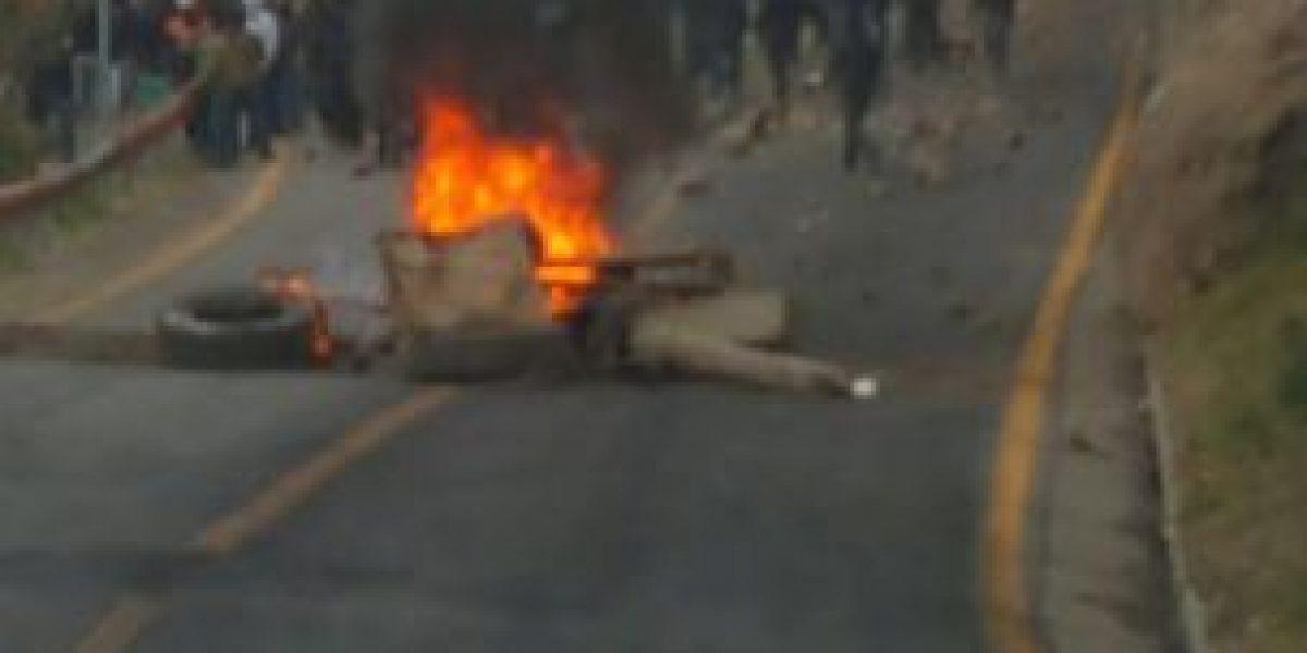 Trabajadores de mina Los Bronces bloquean ruta a Farellones por segunda vez