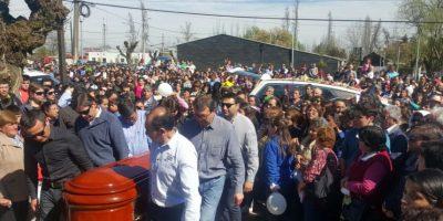 Vecinos de Cumpeo realizan masivo homenaje a alcalde Claudio Guajardo