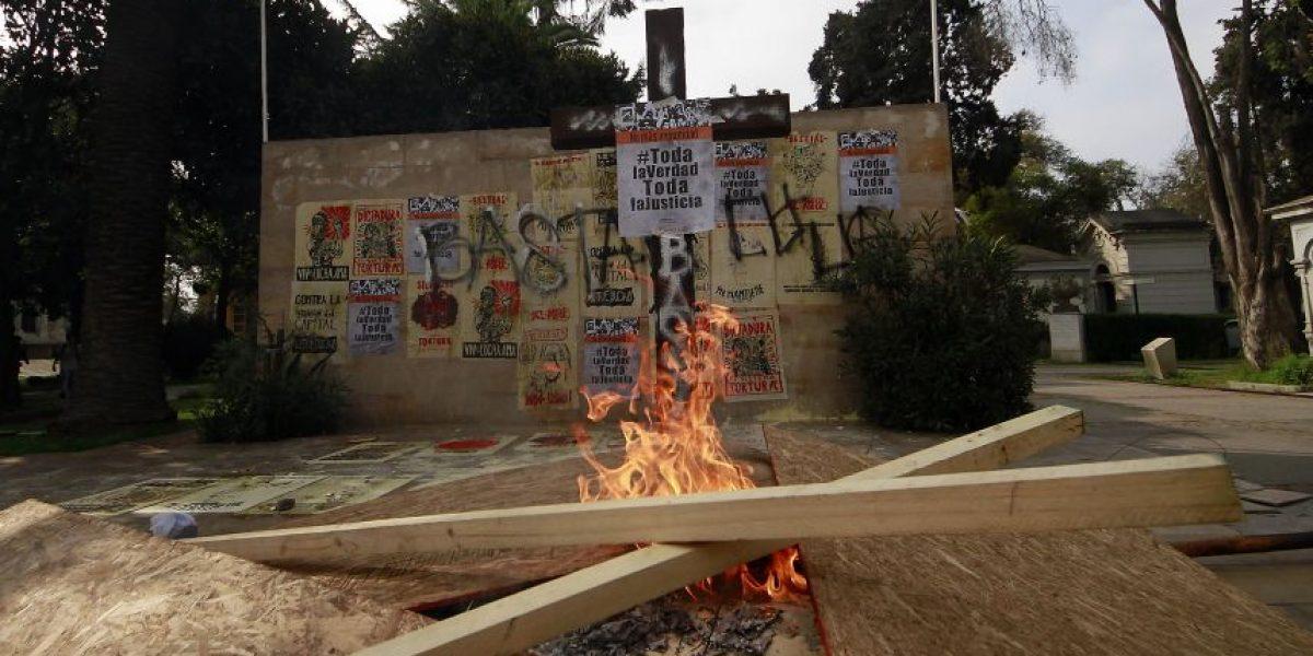 11 de septiembre: dañan memorial de Jaime Guzmán en el Cementerio General
