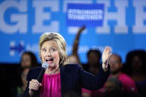 Hillary ha bajado en las Encuestas Foto:EFE. Imagen Por: