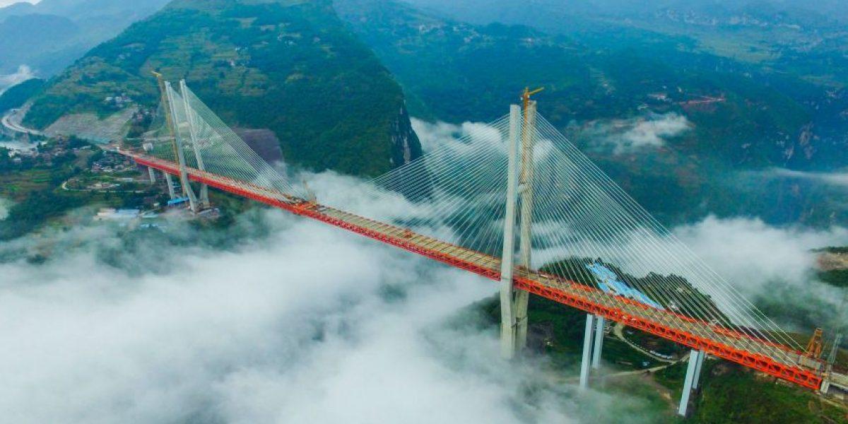 Las impresionantes imágenes de la construcción del puente más alto del mundo