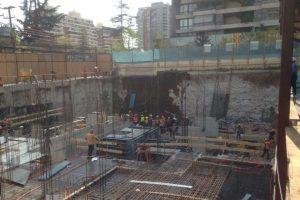 El hecho se registró en una construcción en la intersección de las calles Américo Vespucio con Cristóbal Colon. Foto:Reproducción Twitter @bomba18. Imagen Por: