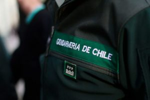 Según las primeras informaciones, el funcionario se disparó con su arma de servicio al interior de su lugar de trabajo. Foto:Agencia UNO. Imagen Por: