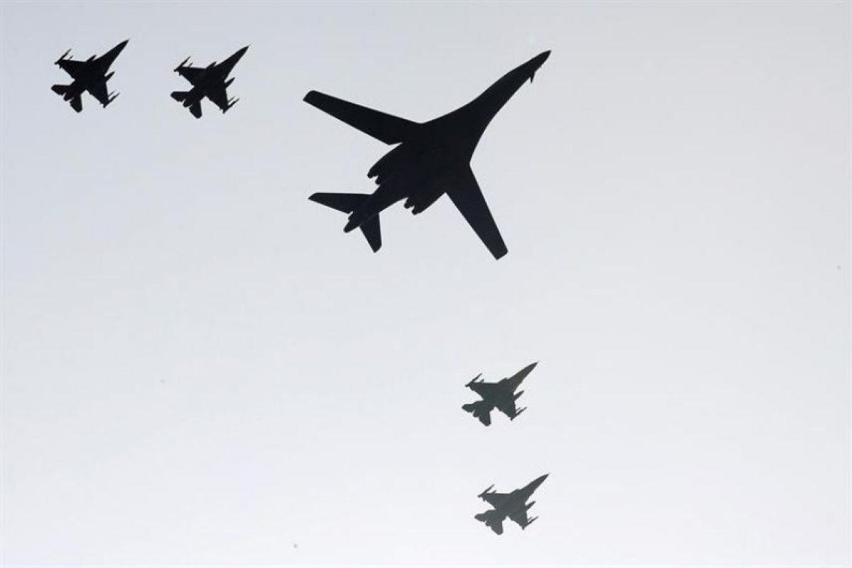 Cada uno de los aparatos, procedentes de la base aérea Andersen de Guam, en el Pacífico, iba escoltado por cazas estadounidenses y surcoreanos. Foto:Efe. Imagen Por: