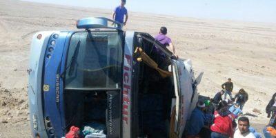 Dos heridos graves y 43 lesionados deja volcamiento de bus en ruta que une a Arica con Iquique