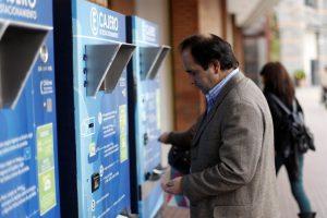 La nueva ley regulará los cobros de estacionamientos en supermercados, stream centers, malls, clínicas y hospitales. Foto:Agencia UNO. Imagen Por: