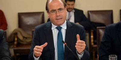 Chile Vamos pide la renuncia del ministro Undurraga tras denuncia de presuntas irregularidades
