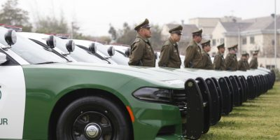 Los detuvo Carabineros: cuatro sujetos robaron dos autos y chocaron a un camión