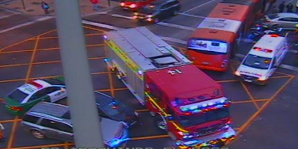 Accidente vehicular obliga a desviar el tránsito en avenida Apoquindo