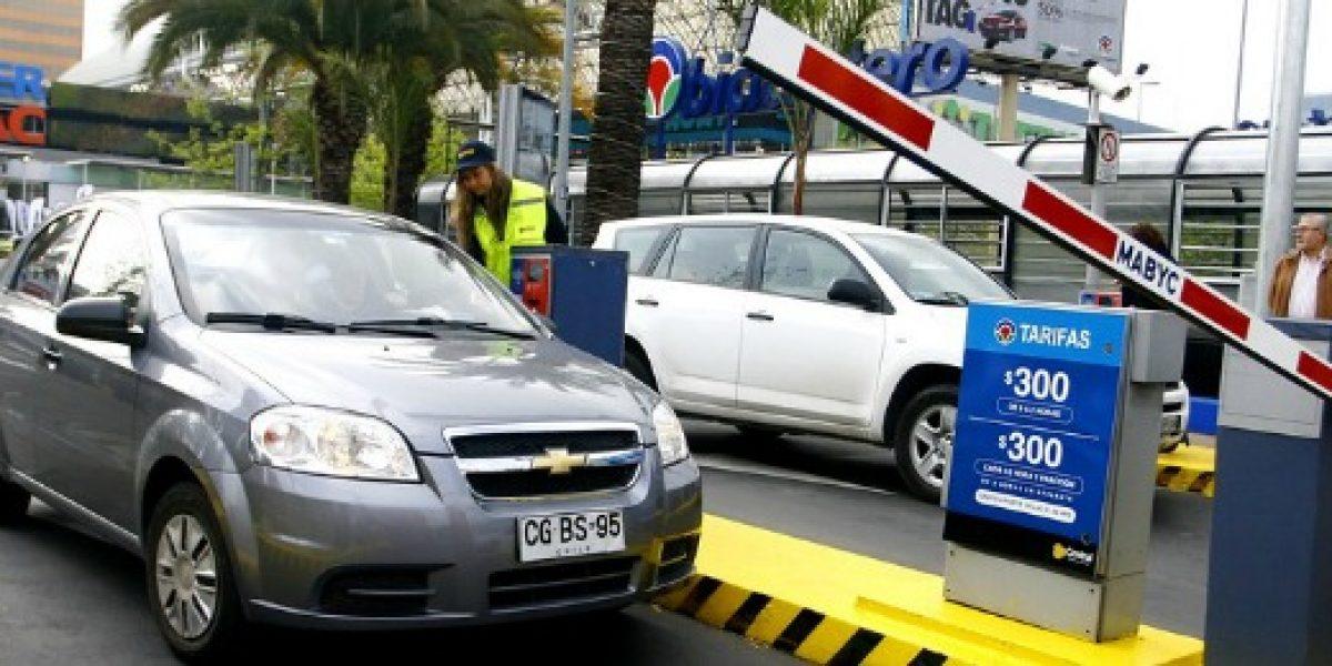 Lo que cambió y cómo funcionará la ley que regula el cobro en estacionamientos