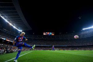 Getty Images Foto:PSG le ofreció a Neymar 40 millones de euros, un jet privado y una cadena de hoteles para convencerlo.. Imagen Por: