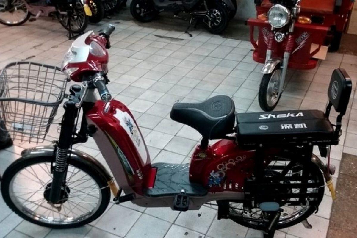 La nueva ley pretende exigir permiso de circulación, inscripción en el Registro de Vehículos Motorizados, patente y licencia clase C para todos los ciclos eléctricos y a combustión (motocicletas y bicicletas). Foto:Bicicletas Yustavo. Imagen Por: