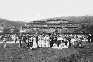 Celebración de Fiestas Patrias en el Sporting Club de Viña del Mar en 1895. Foto:Reproducción Fotos Históricas de Chile. Imagen Por: