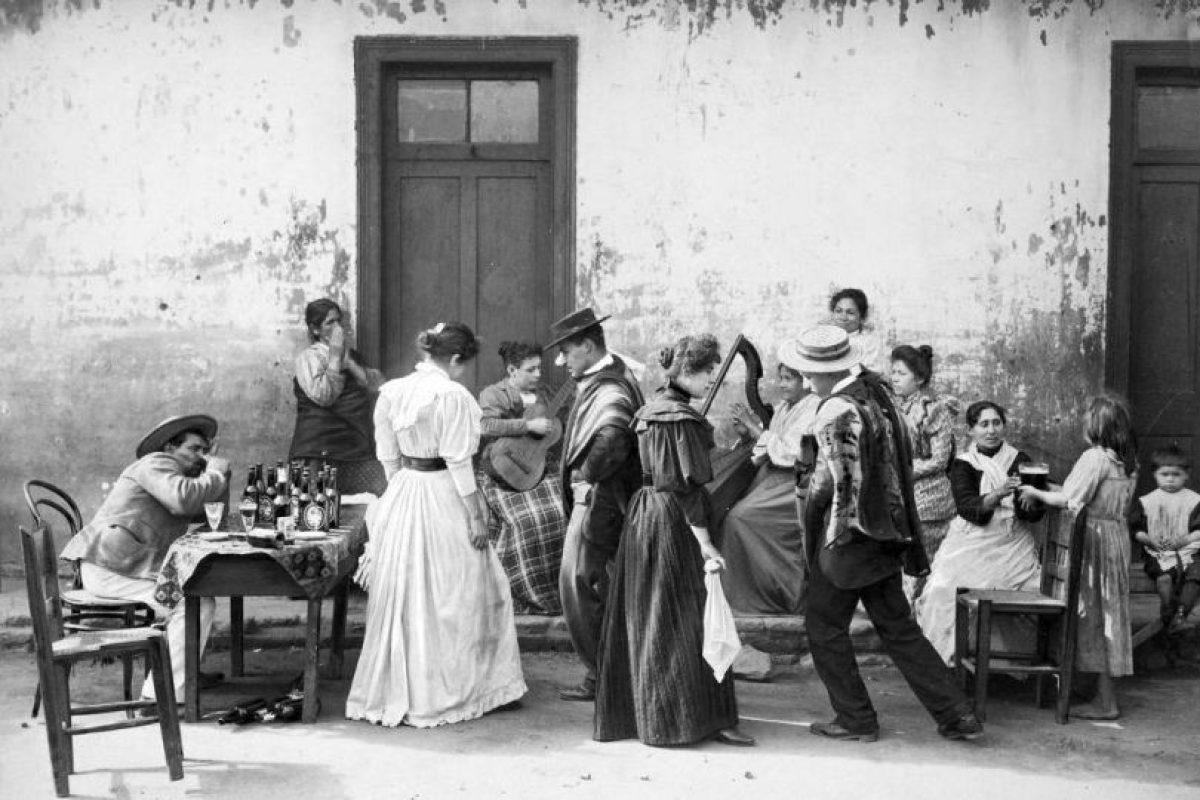 Una cueca en Colina el año 1894. Foto:Reproducción Fotos Históricas de Chile. Imagen Por: