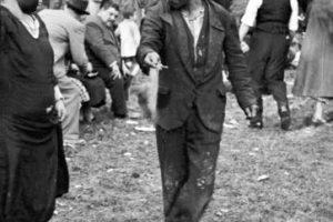 """Cueca en fonda del Parque Cousiño, actual Parque O""""Higgins de Santiago de Chile, año 1950.Cueca en una fonda del Parque Cousiño, actual Parque O""""Higgins de Santiago de Chile, año 1940. Foto:Reproducción Fotos Históricas de Chile. Imagen Por:"""