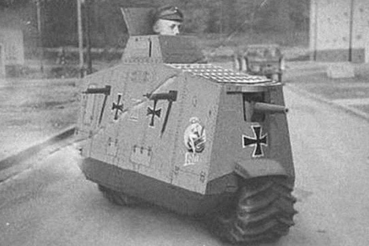 """La motocicleta blindada Type R: la maquinaria nazi llegó a varios extremos en su afán de lograr avances tecnólogos que desnivelaran la guerra a su favor, y muchas de esas apuestas fueron un fracaso, como el caso de este """"mini-tanque"""".. Imagen Por:"""