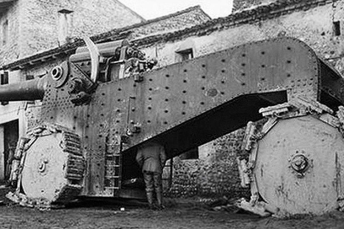 Cañón autopropulsado: esta fue una máquina italiana que participó en la Primera Guerra Mundial. Su escasa movilidad le otorgó corta vida en los campos de batalla.. Imagen Por: