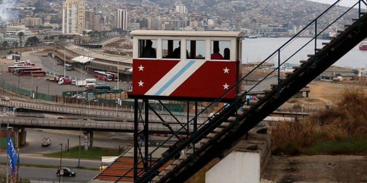 Ascensor Barón de Valparaíso sufre desperfectos y rescatan a pasajeros