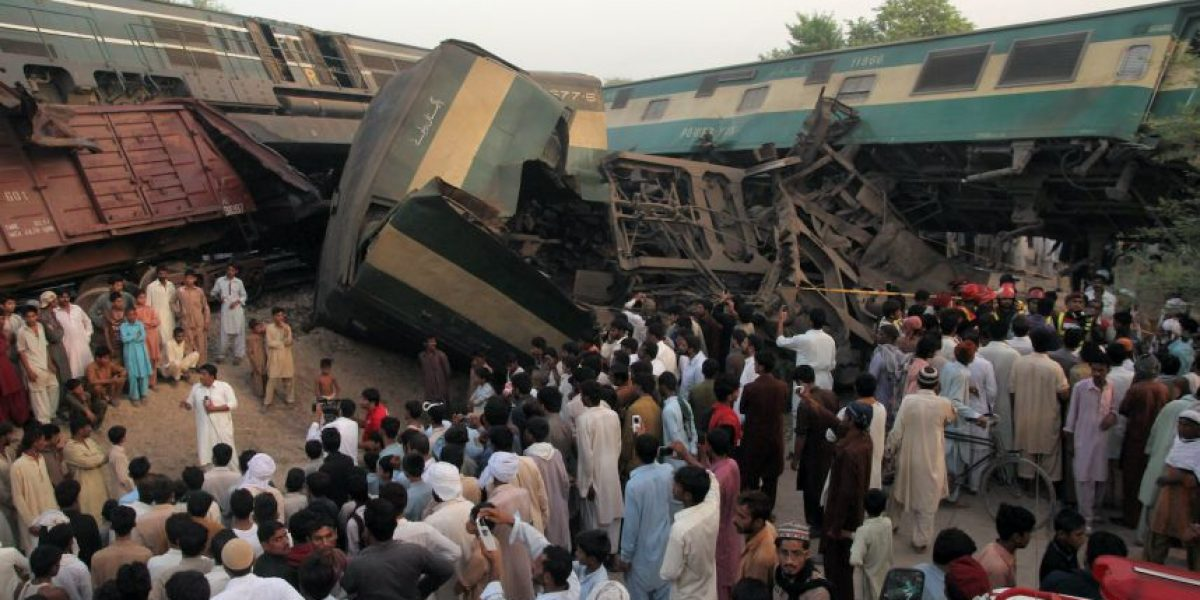 Choque de trenes en Pakistán deja seis muertos y más de un centenar de heridos