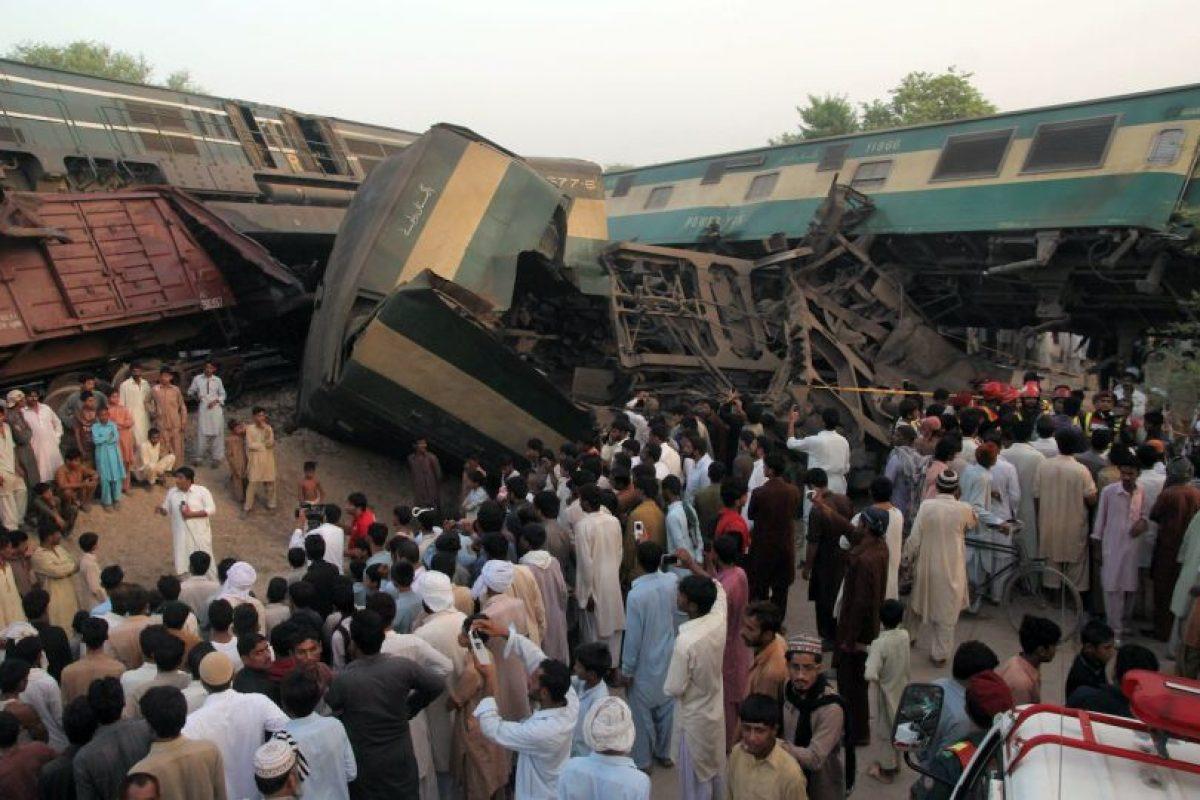 Autoridades responsabilizaron del accidente al conductor del tren de pasajeros, quien no tomó en cuenta las señales que advertían la presencia del otro convoy. Foto:Afp. Imagen Por: