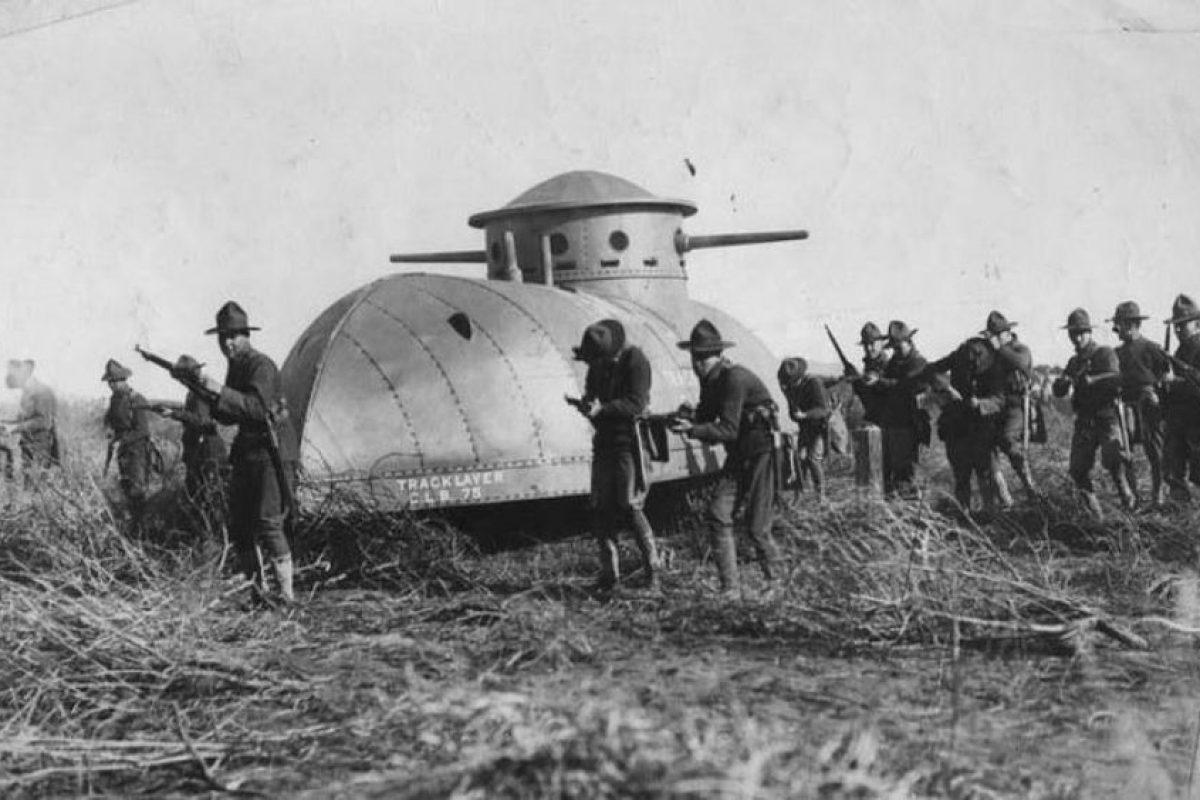 Un triciclo hecho tanque: este vehículo tenía dos orugas y una rueda al frente. Era de pequeñas dimensiones y fue ocupado por las fuerzas de Estados Unidos en la Primera Guerra Mundial para apoyar la infantería, en 1917.. Imagen Por: