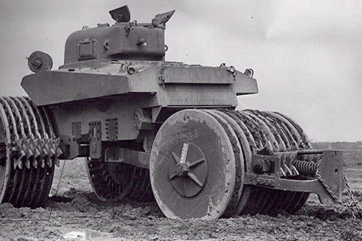 El barreminas Sherman: una máquina que buscaba dragar campos minados. Fue usado en la Segunda Guerra Mundial con relativo éxito.. Imagen Por: