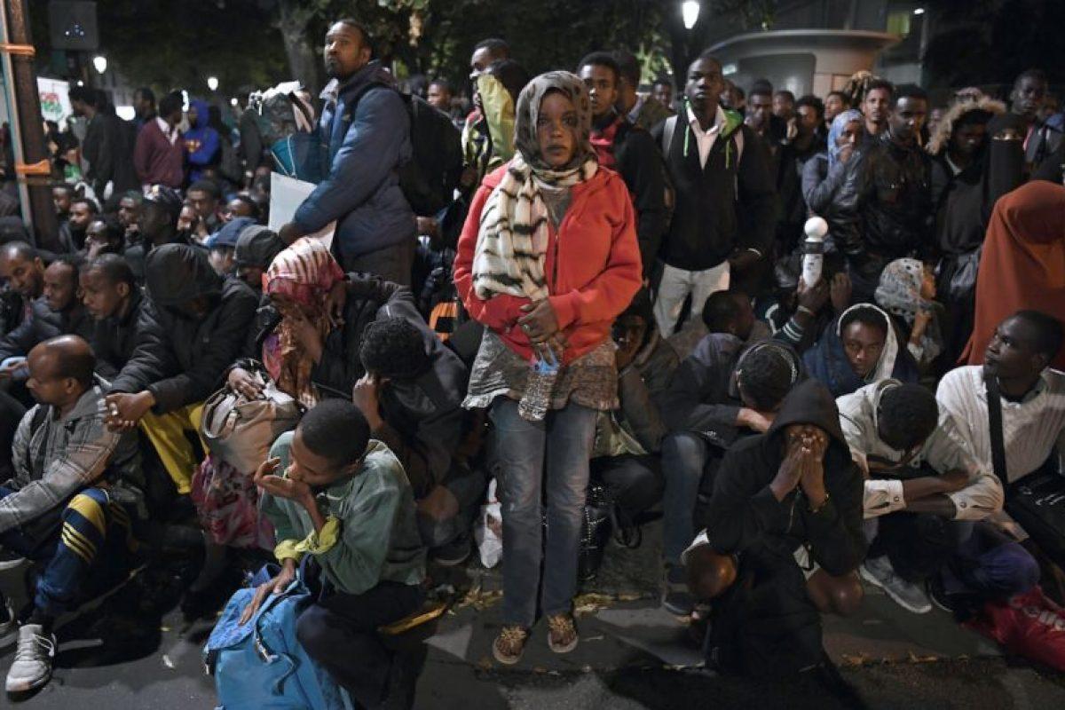 Este campamento ya había sido evacuado el pasado 17 de agosto. Unas 700 personas habían sido trasladadas a centros de acogida. Pero desde entonces, cientos de migrantes volvieron a instalarse bajo carpas o sobre un simple colchón sobre el suelo. Foto:Afp. Imagen Por: