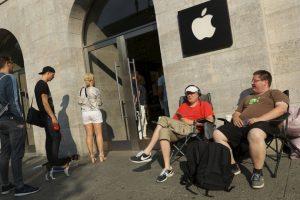 Getty Images Foto:Fans de la empresa ya esperan en Berlín. Imagen Por: