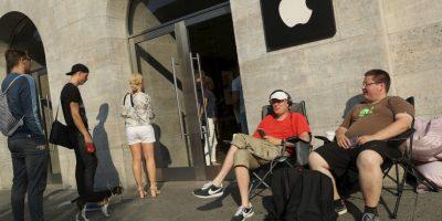 Esto ganan las personas por hacer fila para comprar el nuevo iPhone 7