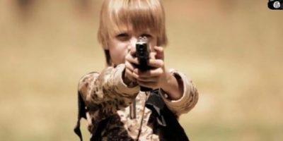 Estado Islámico le copia a Hollywood y utiliza a un llamativo niño en su nuevo y sangriento video