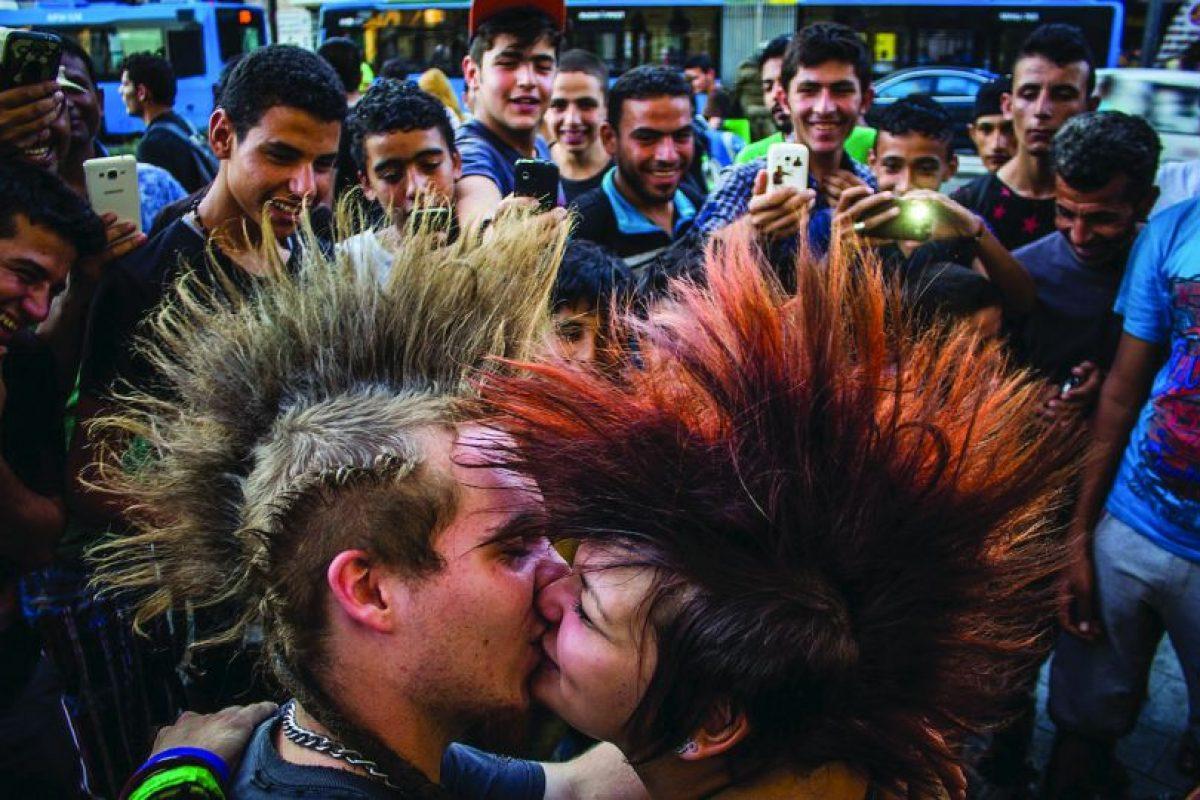 """Marcos Mervai (Hungría)Ganador de la categoría""""Amor en la ciudad """" Foto:Metro Photo Challenge. Imagen Por:"""