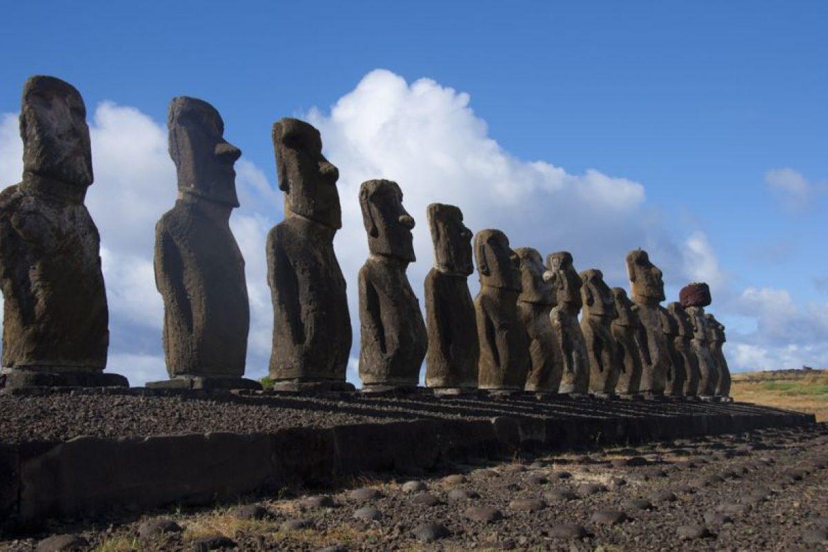 Los Moai son figuras humanas monolíticas talladas por el pueblo Rapa Nui Foto:Vista panorámica de la isla chilena. / Ricardo Ramírez. Imagen Por: