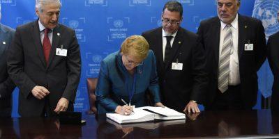 Bachelet firma Acuerdo de París para la prevención del cambio climático