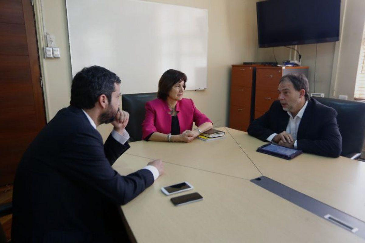 Senador Guido Girardi se reunio con la MInistra y el Superintendente de Salud Foto:AgenciaUno. Imagen Por: