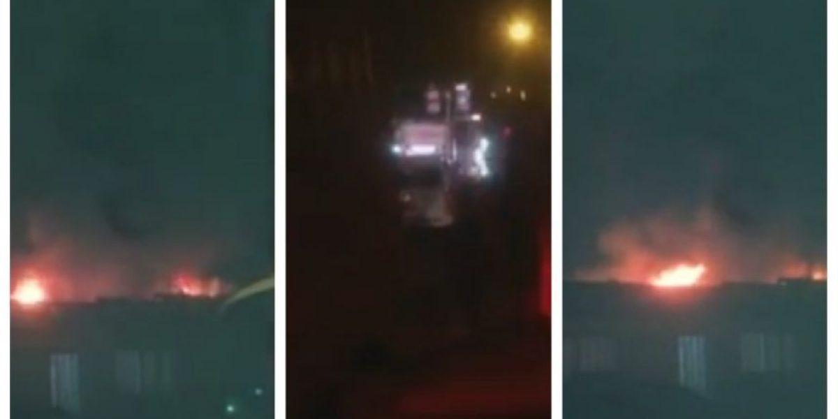 Bomberos ya trabaja: incendio afecta a una manzana completa de viviendas en Antofagasta