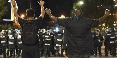 EE.UU: Decretan toque de queda ante nuevas protestas raciales en Charlotte