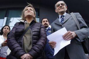 Familiares del desparecido economista, Rafael Garay, llegaron hasta el cuartel de la PDI de Concepción a dar declaraciones. Su tío Vicente Pita, leyó un comunicado a nombre de la familia. Foto:Agencia UNO. Imagen Por: