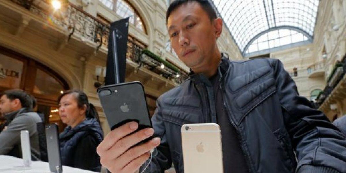 En Rusia pagan por un puesto en la fila para comprar el iPhone 7