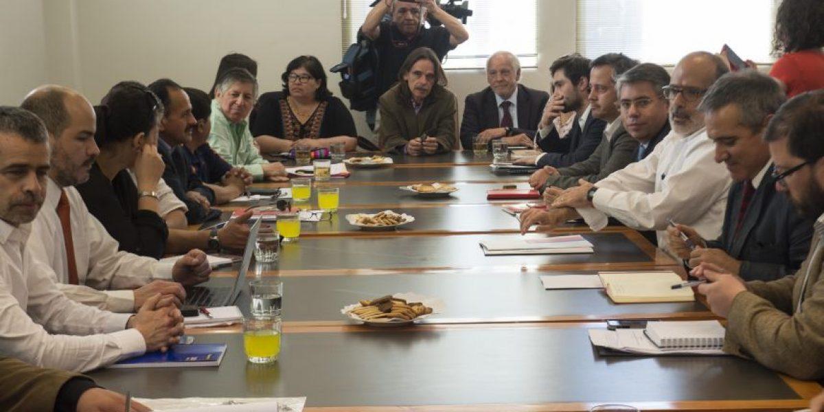Ministros se reúnen con mesa del sector público para debatir reajuste