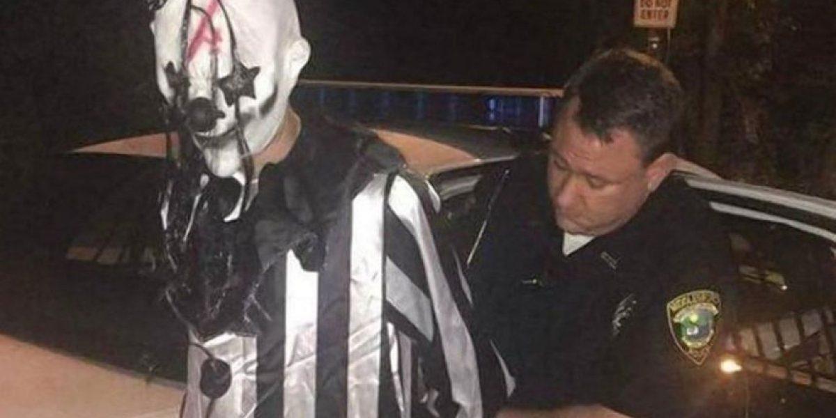 Arrestaron a un joven por vestirse como un