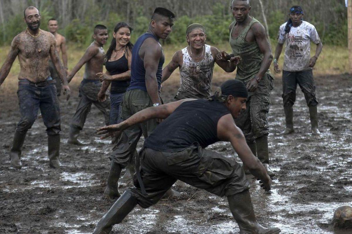 La guerrilla FARC de Colombia, que este lunes sella un histórico acuerdo de paz con el gobierno, marcó la historia del país en los últimos 52 años, en una lucha fallida por alcanzar el poder por las armas que cambiará a la vía política.. Imagen Por: