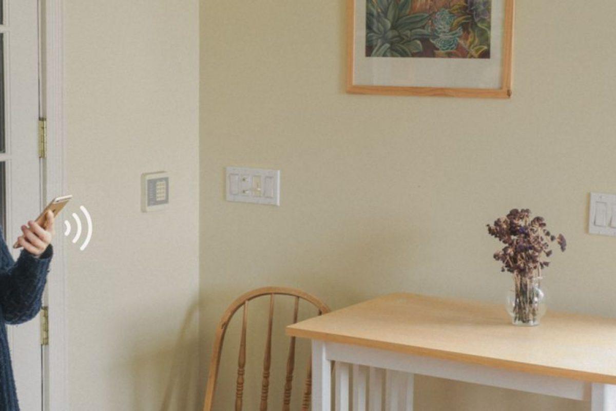 Puedes abrir una aplicación de tu periódico favorito cuando estás en la cocina tomándote tu café de la mañana. Foto:doteverything.co. Imagen Por: