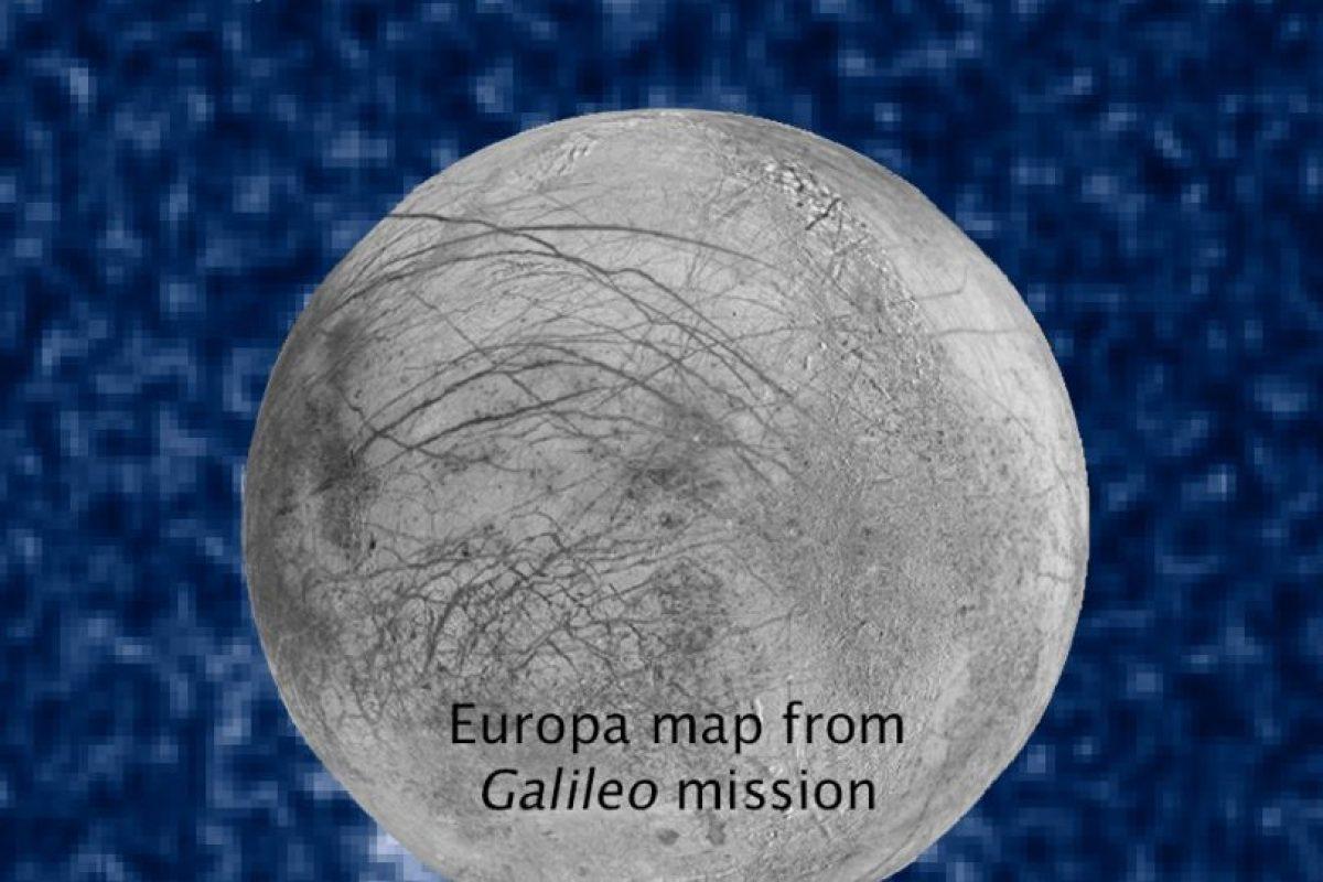 Esos puntos blancos son las plumas o penachos de vapor Foto:NASA. Imagen Por: