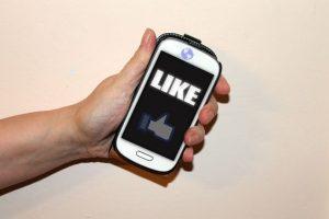 """Muchas personas se ponen felices de recibir un montón de """"me gusta"""" en Facebook, pero sentirse así no es necesariamente bueno para nuestra salud. Foto:Pixabay. Imagen Por:"""