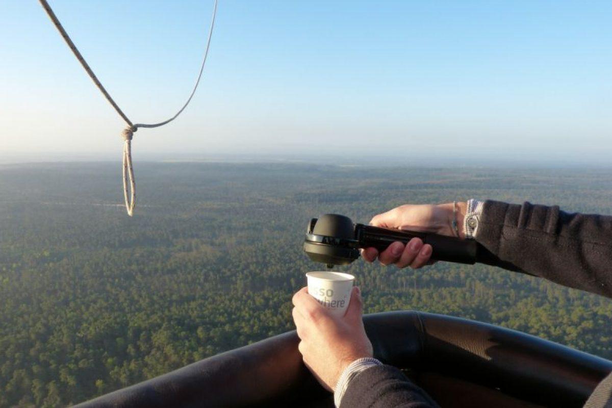 """""""La bomba Handpresso es totalmente manual. Se empieza acumulando presión mediante el bombeo de la máquina como una bomba de bicicleta."""" Foto:Tumblr. Imagen Por:"""