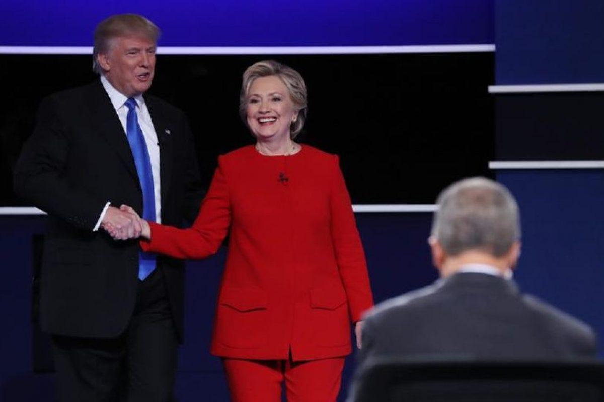 """El duelo duró 90 minutos y no tuvo interrupciones. El republicano acusó a Clinton de no tener imagen presidencial, mientras que la demócrata dijo que éste vive en """"su propia realidad"""". Foto:Efe. Imagen Por:"""